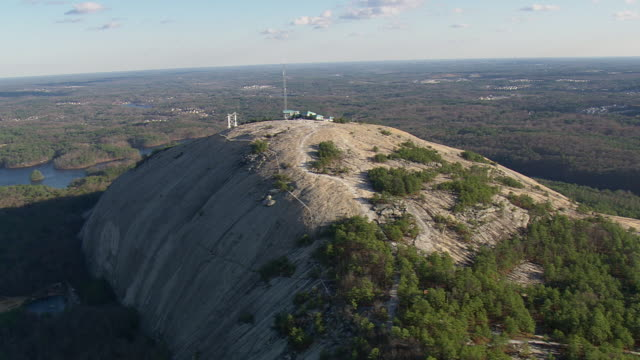 ws aerial ds view of stone mountain / georgia, united states - georgia stock-videos und b-roll-filmmaterial
