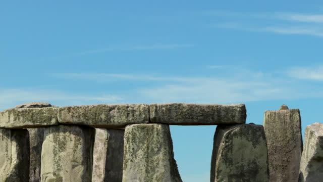 ws zo t/l view of stonehenge / stonehenge, wiltshire, uk - obelisk stock videos & royalty-free footage