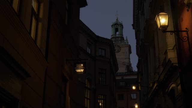 view of storkyrkan church at dusk in gamla stan, stockholm, sweden, scandinavia, europe - circa 13th century stock videos & royalty-free footage