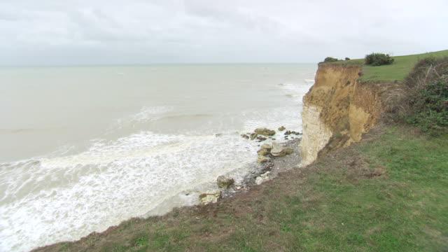 WS View of stormy sea and seven sister cliffs / Cuckmere Haven, East Sussex, United Kingdom