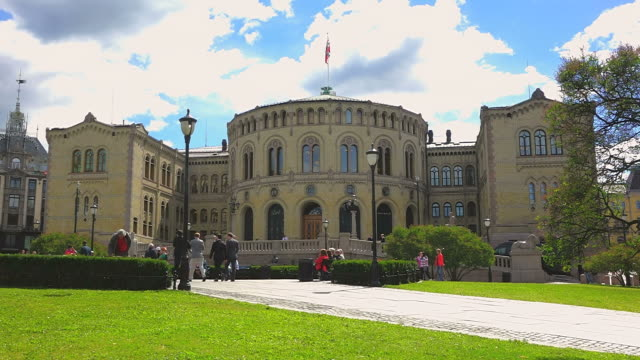 ws view of stortinget, seat of norway parliament / oslo, norway - palazzo del parlamento video stock e b–roll