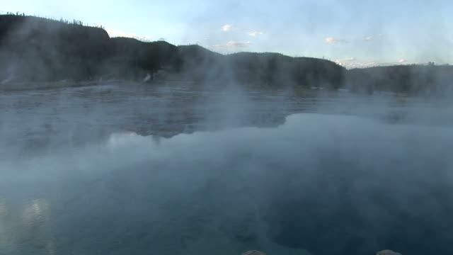 vídeos y material grabado en eventos de stock de view of stream in yellowstone national park in wyoming united states - usa