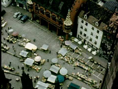 vidéos et rushes de ms view of street  audio / germany - 1956