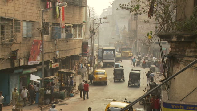 view of street in kolkata india - westbengalen stock-videos und b-roll-filmmaterial