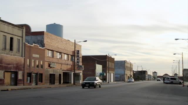 vidéos et rushes de ws pan view of street / port arthur, texas, united states - texas