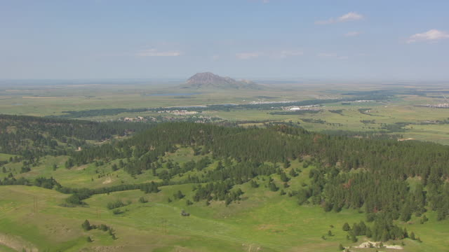 ws aerial view of sturgis with bear butte in back side / sturgis, south dakota, united states - butte rocky outcrop stock videos & royalty-free footage