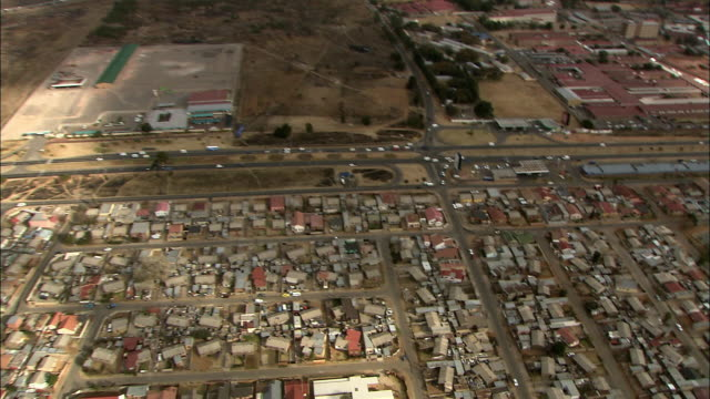 ws pov zi zo aerial view of suburban and slums of soweto / johannesburg, gauteng, south africa - soweto stock videos and b-roll footage