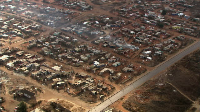 ws pov pan zi aerial view of suburban and slums of soweto / johannesburg, gauteng, south africa - soweto stock videos and b-roll footage