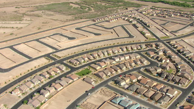 vidéos et rushes de ws aerial view of suburban neighborhood under construction with streets with no houses  / henderson, nevada, united states - nevada