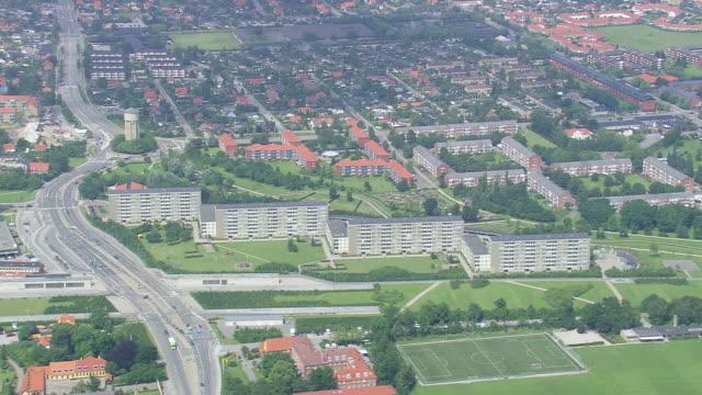 stockvideo's en b-roll-footage met ws aerial view of suburbs of copenhagen / copenhagen, denmark - buitenwijk