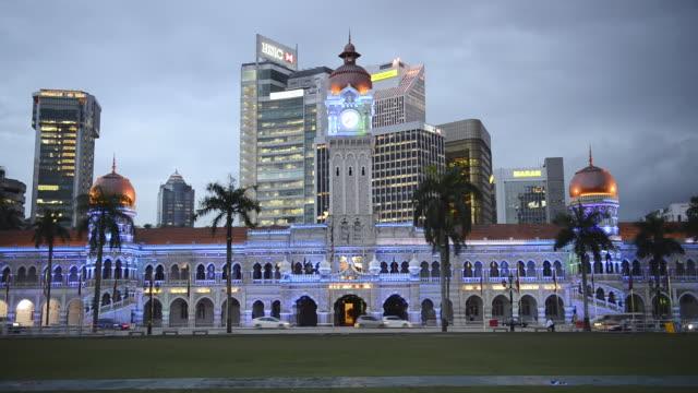 ws view of sultan abdul samad building at evening / kuala lumpur, malaysia - sultan abdul samad gebäude stock-videos und b-roll-filmmaterial