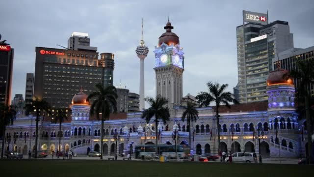 ws view of sultan abdul samad building at evening time / kuala lumpur, malaysia - sultan abdul samad gebäude stock-videos und b-roll-filmmaterial