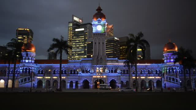 ws view of sultan abdul samad building at night / kuala lumpur, malaysia - sultan abdul samad gebäude stock-videos und b-roll-filmmaterial