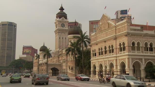 view of sultan abdul samad building kuala lumpur, malaysia - sultan abdul samad gebäude stock-videos und b-roll-filmmaterial
