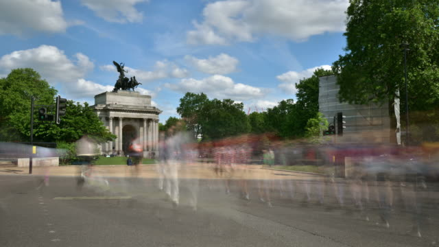 WS T/L View of Summer view of Wellington arch Hyde Park Corner traffic and pedestrians move rapidly / London, Greater London, United Kingdom