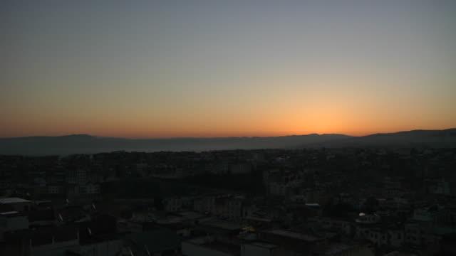 vidéos et rushes de ws t/l view of sun rise / casablanca, centro, morocco - maroc
