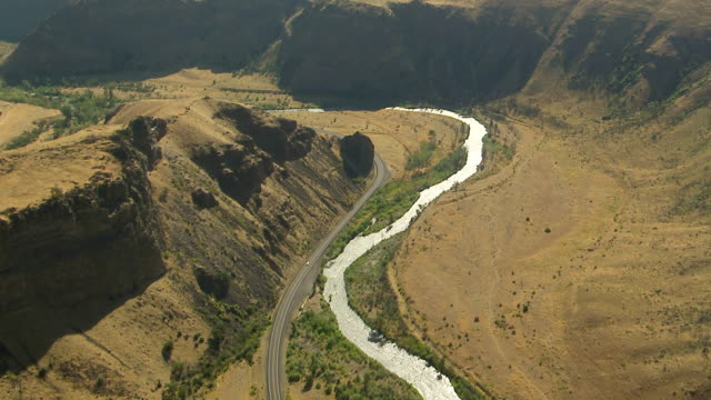 ws aerial view of sunlight shines on yakima river winding through valley / washington, united states - river bend land feature stock videos & royalty-free footage