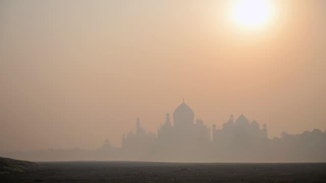 WS View of Sunrise at Taj Mahal / Agra, Utter Pradesh, India
