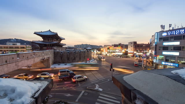 ws t/l tu view of sunset and nightscape of janganmun(north gate) of hwaseong fortress( a world heritage site by the unesco) / suwon, gyeonggido, south korea  - unesco welterbestätte stock-videos und b-roll-filmmaterial