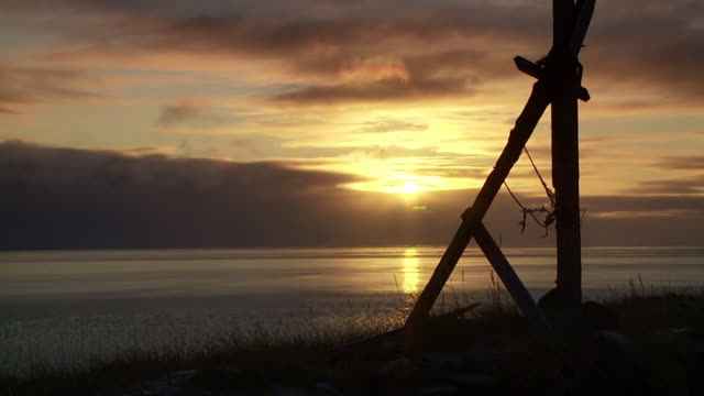 ws t/l view of sunset and ocean / arviat, nunavut, canada - wiese stock videos & royalty-free footage