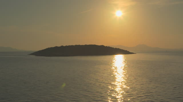 ws pov view of sunset / antirrio (kerkyra), aetolia-acarnania, corfu, greece - 島点の映像素材/bロール