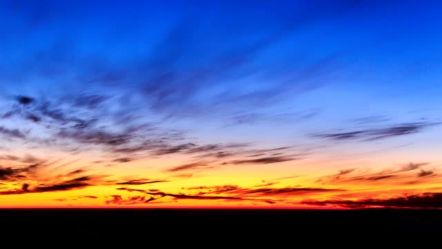 vídeos de stock, filmes e b-roll de view of sunset from jogyeongcheol observatory - horizonte