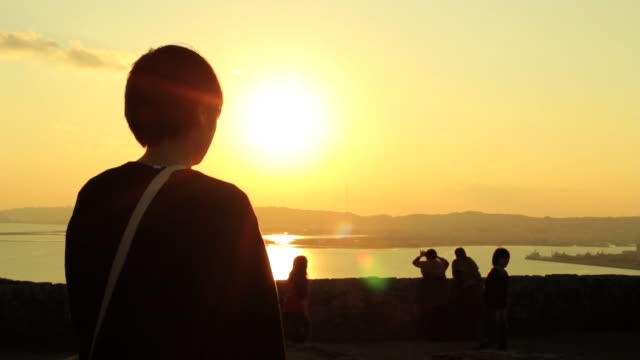 ws view of sunset from katsuren castle / katsuren cho, okinawa, japan - 逆光点の映像素材/bロール