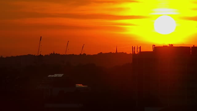 WS T/L View of Sunset over city scape / London, United Kingdom