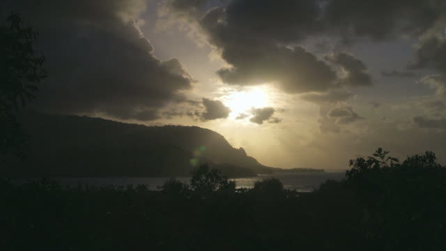 WS T/L View of sunset over Hanalei coast / Kauai, Hawaii, USA