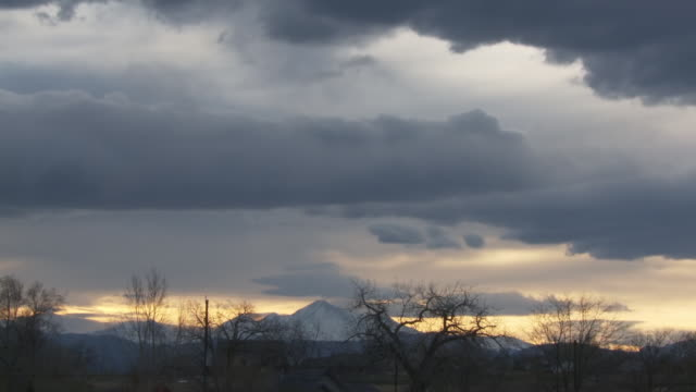 ws t/l view of sunset with dramatic clouds as sky darkens / denver colorado, united states - colorado stock videos and b-roll footage