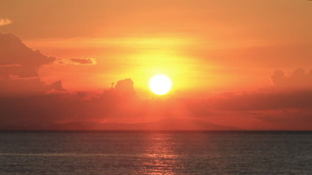ws view of sunset with sea in perhentian islands - meerlandschaft stock-videos und b-roll-filmmaterial