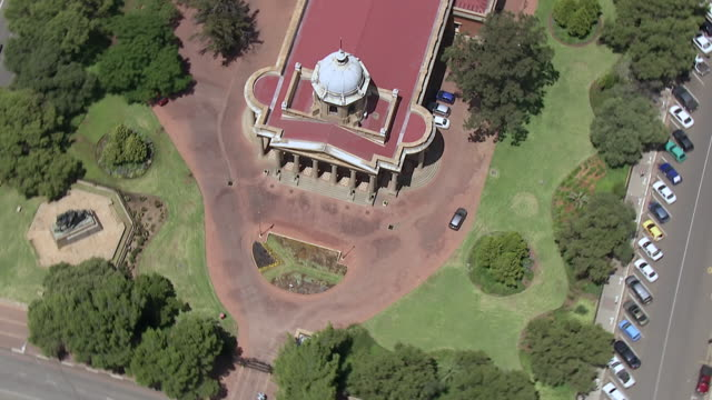 ms aerial ds zo view of supreme court / bloemfontein, free state, south africa - bloem plant stock videos & royalty-free footage