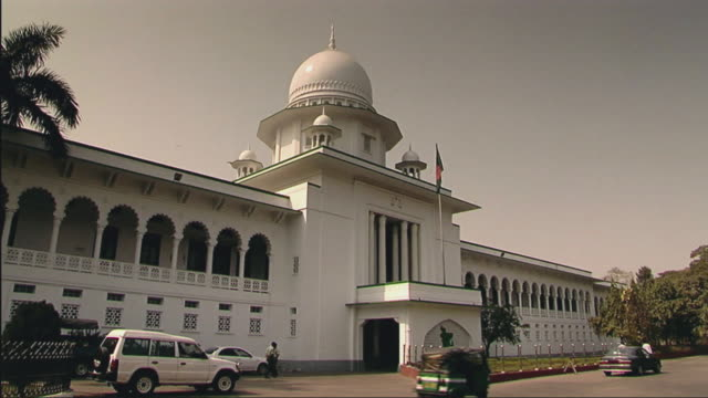 ws view of supreme courthouse / dhaka, bangladesh - dhaka stock-videos und b-roll-filmmaterial
