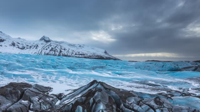 ws t/l view of svinafellsjokull glacier, skaftafell national park / svinafellsjokull glacier, southern iceland, iceland - icecap stock videos & royalty-free footage