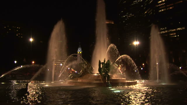 view of swann memorial fountain at night in philadelphia united states - swann memorial fountain stock videos & royalty-free footage
