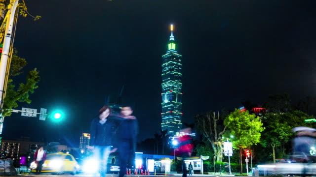 ansicht des taipei 101 gebäude in der nacht in taipei taiwan - taipei 101 stock-videos und b-roll-filmmaterial