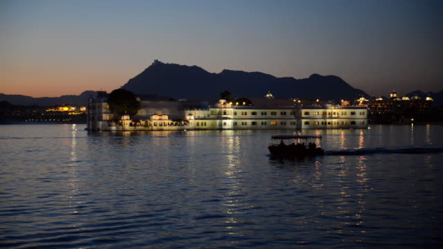 WS View of Taj Lake Palace on Lake Pichola / Udaipur, Utter Pradesh, India