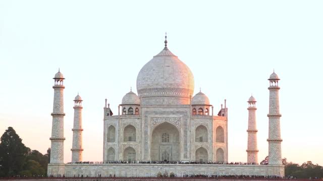 ws view of taj mahal / agra, uttar pradesh, india - agra stock videos and b-roll footage