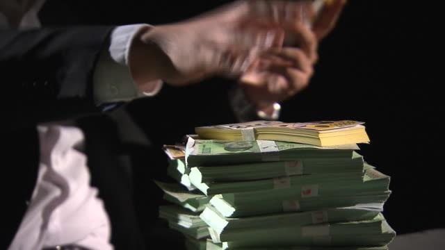 vídeos y material grabado en eventos de stock de view of taking and counting the bundles of paper money - manojo