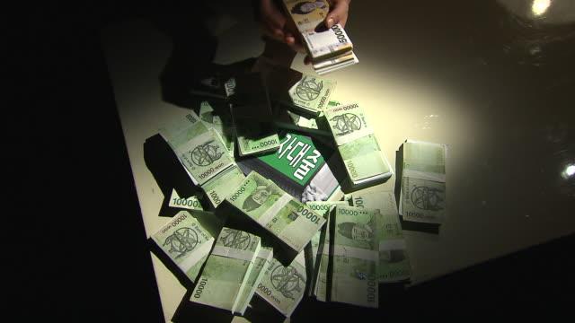 vídeos y material grabado en eventos de stock de view of taking and putting back a bundle of paper money - manojo