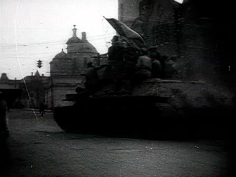 view of tanks entering in city audio / russia - anno 1943 video stock e b–roll