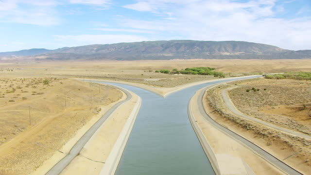 ws aerial pov view of tehachapi afterbay with mountain in background / los angeles county, california, united states - aqueduct stock videos and b-roll footage