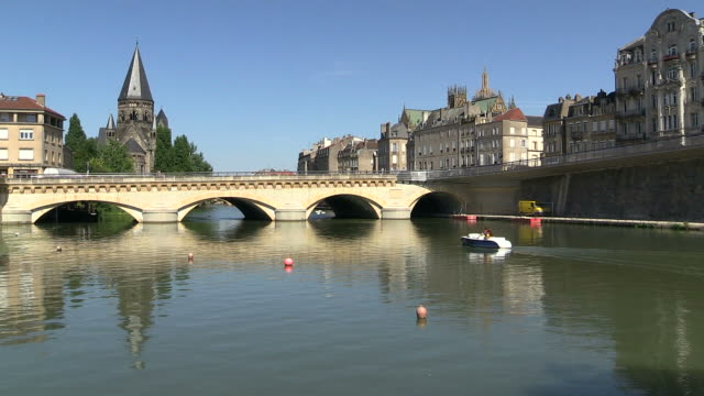 ws view of temple neuf and moyen pont on moselle river / metz, lorraine, france - lorraine stock-videos und b-roll-filmmaterial