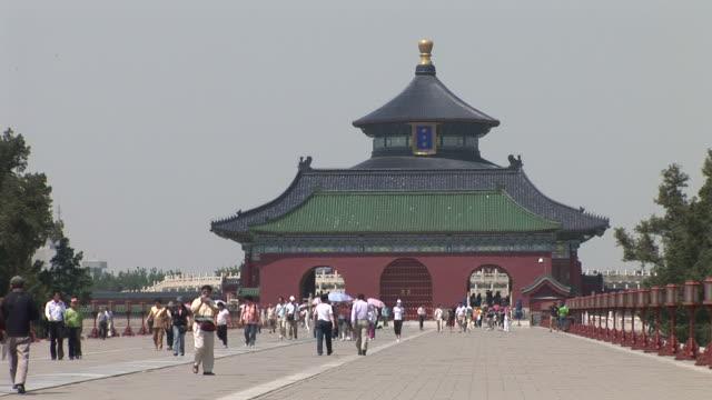 view of temple of heaven in beijing china - 宗教施設点の映像素材/bロール
