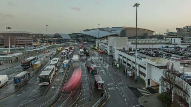 vídeos de stock e filmes b-roll de view of terminal 2 development at dublin international airport - edifício de transportes