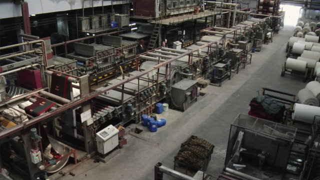 ws tu view of textile machine, mangal textile mill / ahemdabad, gujarat, india - 織物工場点の映像素材/bロール