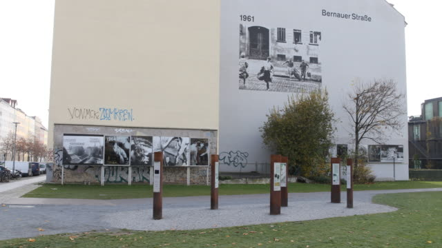 a view of the actual berlin wall memorial at the bernauer str and the picture exhibition about the border through time in a sunny autumn day at the... - 記念碑点の映像素材/bロール