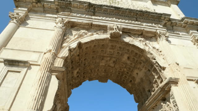 vídeos de stock e filmes b-roll de view of the arch of constantine - arco caraterística arquitetural