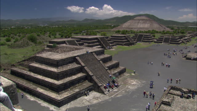 ws, ha, pan, view of the avenue of dead and pyramid of the sun, from pyramid of the moon, teotihuacan, mexico - aztec civilization stock videos & royalty-free footage