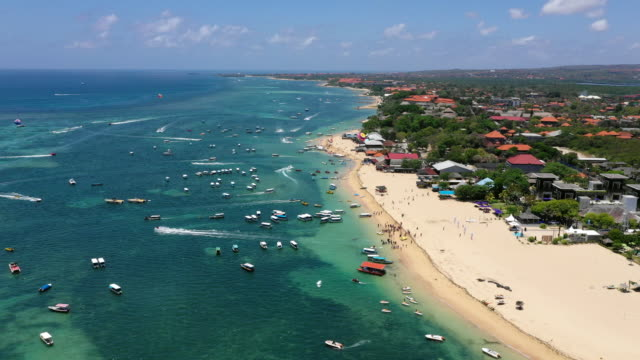 vidéos et rushes de view of the boats on the blue sea and vacation resort in bali, indonesia - bali